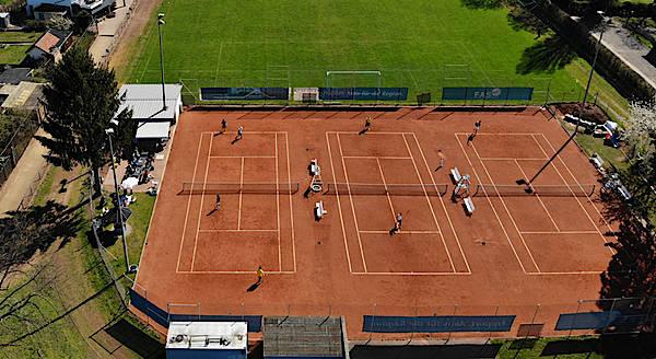 Traumhafte Saisoneröffnung der Tennisanlage im April …